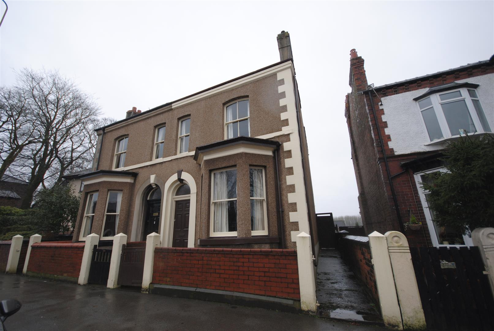 3 Bedrooms Semi Detached House for sale in Wigan Lane, Wigan